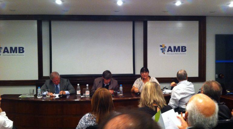 AMB orienta médicos quanto aos cuidados no relacionamento com a saúde suplementar