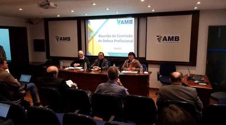 SBMN participa de reunião de Ética e Defesa Profissional na AMB